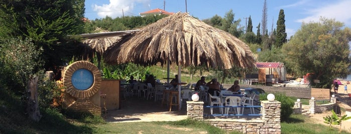 Peroulia Restaurant Since 1984 is one of Greek Food Hangouts.