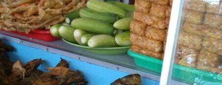 Rumah Makan Ampera 2 Tak is one of Tempat makan OK'lah.