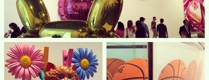 Whitney Museum of American Art is one of Hoff's hood.