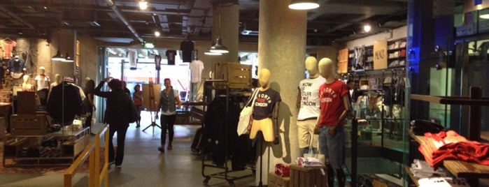 Levi's Store is one of Londek.