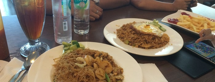 Solaria Plaza Andalas is one of Where to Eat.