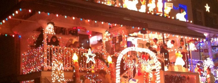 Miracle On 34th Street is one of December bucket list.