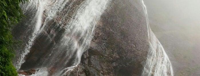 滑川大滝 is one of 日本の滝百選.