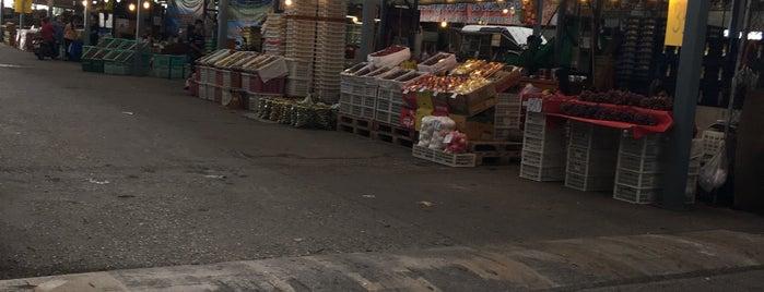 ตลาดผลไม้ไอยรา is one of Wanna getting there..