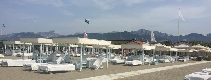 Bagno Paradiso al Mare is one of Просто.