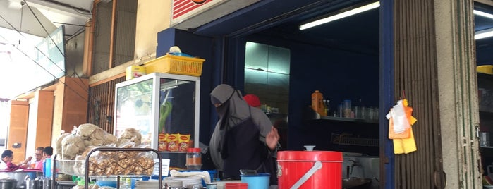 Sixteen Bistro is one of Cafe & Kopitiam.