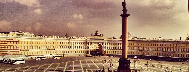 Дворцовая площадь is one of Питер.