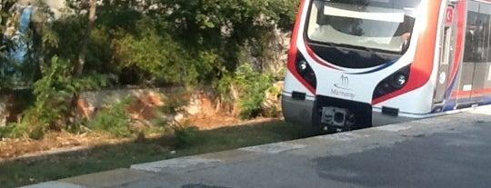 Kazlıçeşme Tren İstasyonu is one of Sirkeci - Halkalı Banliyö Tren Hattı.