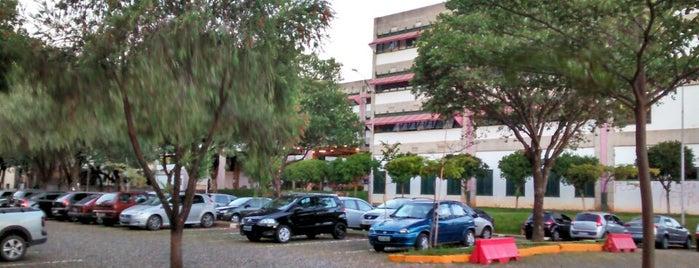 Estacionamento da FAFICH is one of Campus.