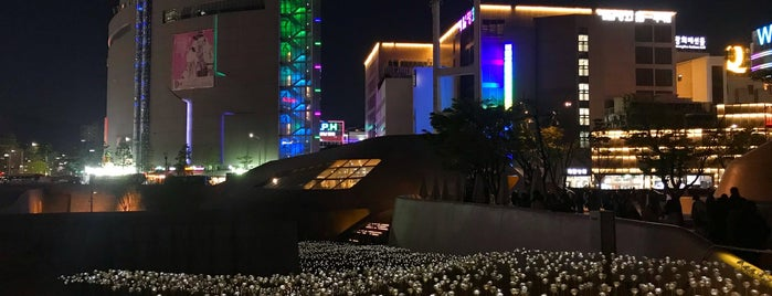 Dongdaemun History & Culture Park Design Gallery is one of Seoul.