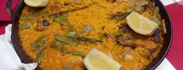 Taberna el pony pisador is one of Bares, almuerzos, comida variadita normal....