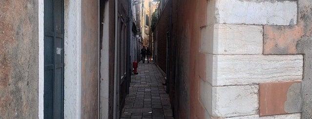 Linea d'Ombra is one of Venezia.
