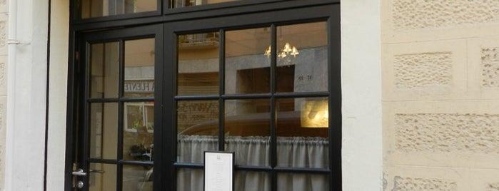 Petit Pau is one of Barcelona Moderna.