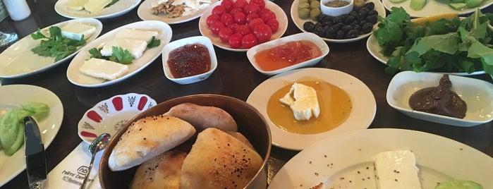 Hilmi Beken Restaurant is one of Cocuklu mekanlar.