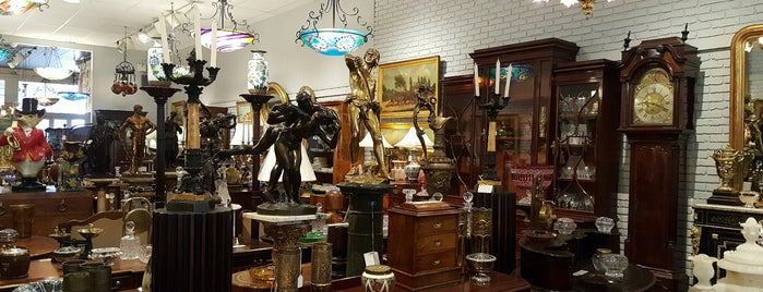 Harris Antiques is one of New Orleans.