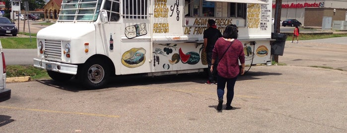 El Ultimo Taco Truck is one of Houston Press - 'We Love Food' - 2012.