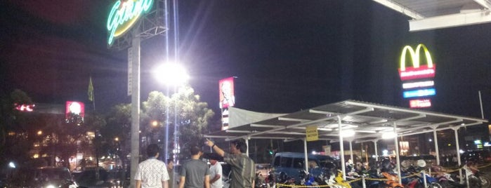 Giant Supermarket is one of Places in Pamulang. Tangerang..