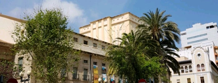 Plaza de Ruperto Chapi is one of Alicante urban treasures.