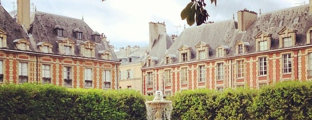Place des Vosges is one of Paris // For Foreign Friends.