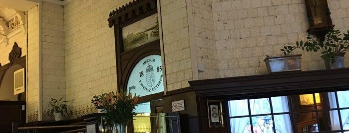 Múzeum Kávéház és Étterem is one of Coffee.