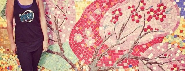 Con Đường Gốm Sứ (Hanoi Ceramic Mosaic Mural) is one of Địa điểm phải tới khi ở Hà Nội.
