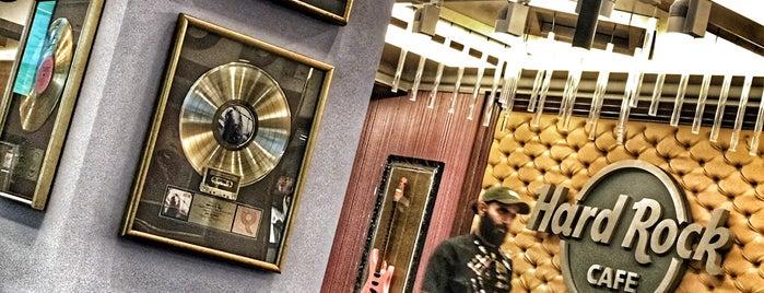 Hard Rock Cafe is one of Бургеры в Питере.