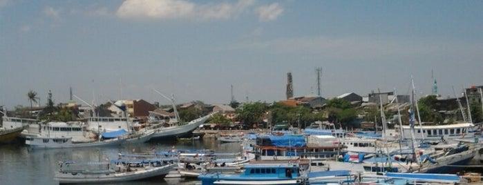 Pelabuhan Paotere is one of Makasar.