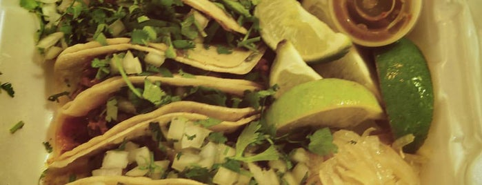 El Tacaso is one of Place to eat.
