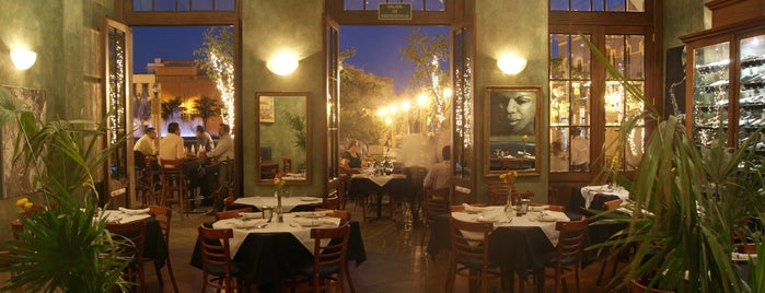 Hank's Querétaro is one of Comer en Querétaro.
