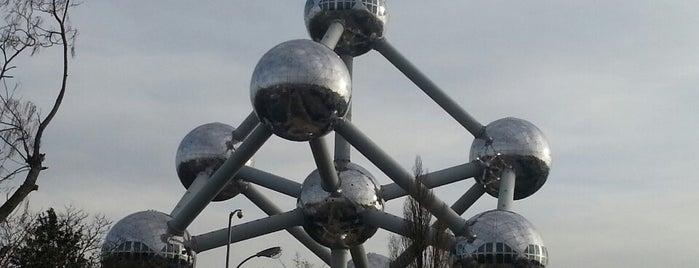 Atomium is one of Nemzetközi kocsmalista.