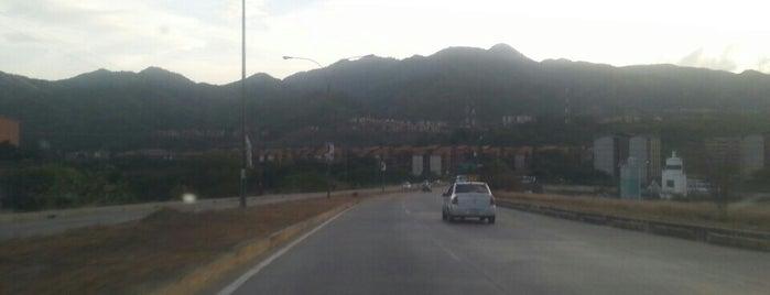 Urb. Nueva Casarapa is one of Plazas, Parques, Zoologicos Y Algo Mas.