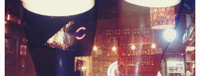 Titus Bar is one of Sentar e beber.
