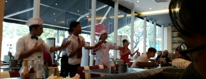 Johnny Rockets is one of Gurney Paragon.