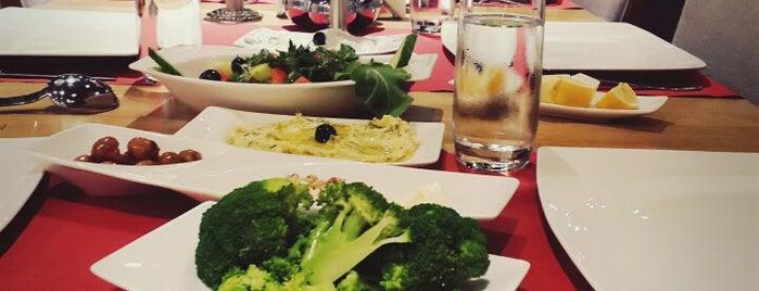 12 Ocakbaşı Restaurant is one of Gezgin geyikler yemekte.