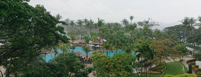 Shangri-La's Rasa Sentosa Resort & Spa is one of le 4sq with Donald :).