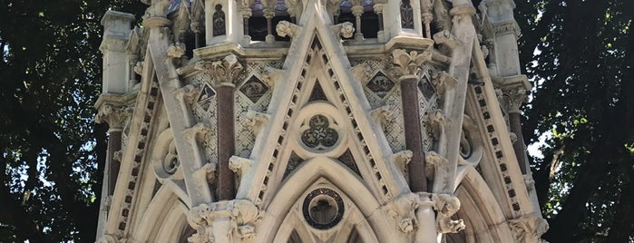 The Buxton Memorial is one of Summer in London/été à Londres.