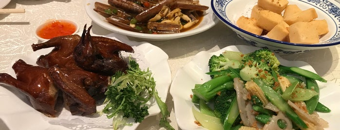 Yuet Wah Wui Seafood Restaurant 越華會海鮮小館 is one of Wanchai.