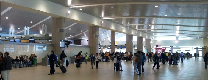 Aeropuerto Internacional Mariscal Sucre (UIO) is one of Free WiFi Airports.