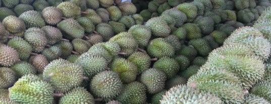 ตลาดผลไม้ ตะพง is one of Top picks for Food and Drink Shops.
