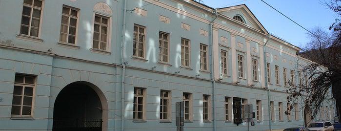 Глинищевский переулок is one of Закладки IZI.travel.
