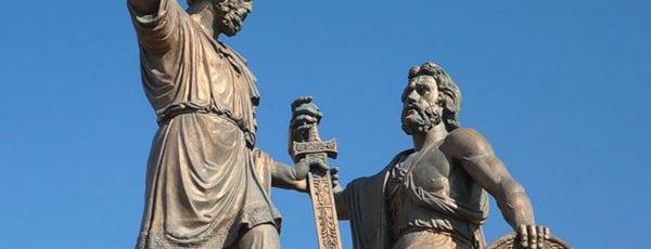 Памятник Минину и Пожарскому is one of Закладки IZI.travel.