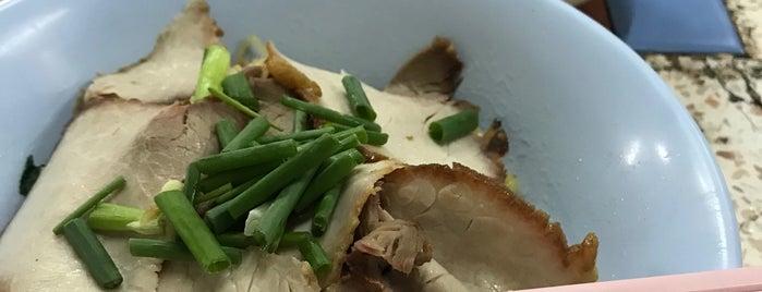 ช. บะหมี่ เกี๊ยว หมูแดง is one of อร่อย: ใกล้ ๆ บ้าน (บ้านลาดพร้าว).