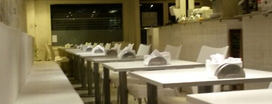 The White Room is one of Resto noche.