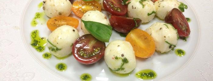 Seasons Restaurant is one of Antalya mayıs.