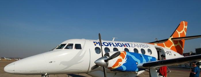 Harry Mwanga Nkumbula International Airport (LVI) is one of Zambiya Victoria Selalesi.