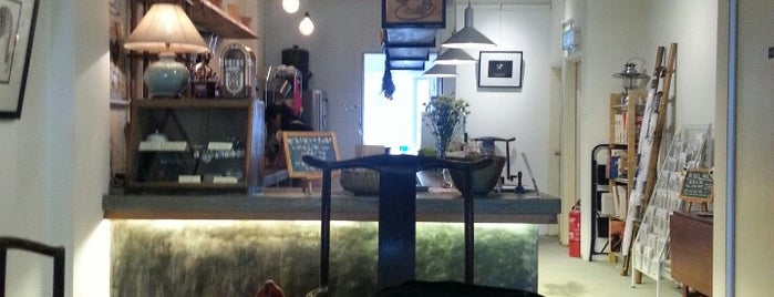 Aku Cafe & Gallery is one of Coffee places.