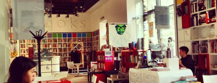MiTo art café books is one of Food and more in Warsaw.