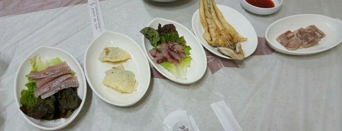 국일식당 is one of 한국인이 사랑하는 오래된 한식당 100선.