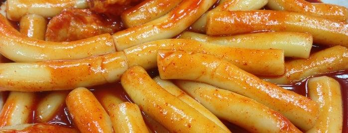 엄마손떡볶이 is one of Korean Soul Food 떡볶이.