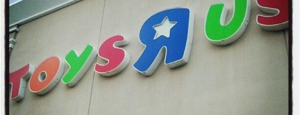 """Toys""""R""""Us is one of Tiendas en PLAZA."""